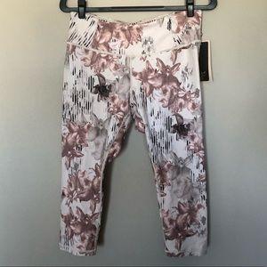 CALIA by Carrie Underwood Pants - NWT CALIA Essential No Seam Capri Neutral Garden L